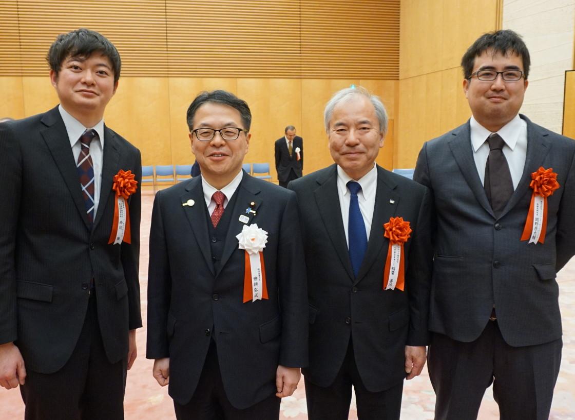 世耕経済産業大臣、ファナック稲葉善治会長兼CEOと西川、岡野原