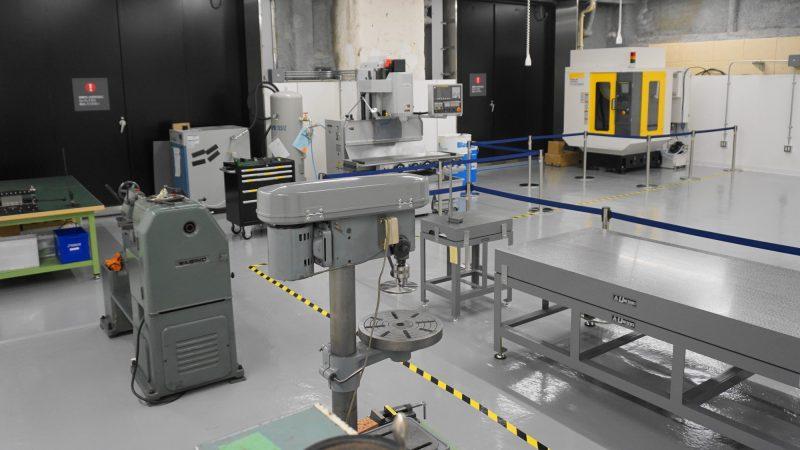 本社周辺に「メカノ工房」を開設。ロボットハンドの試作や、シミュレーション結果を 実機で迅速に検証するためのラピッドプロトタイピング環境を整備